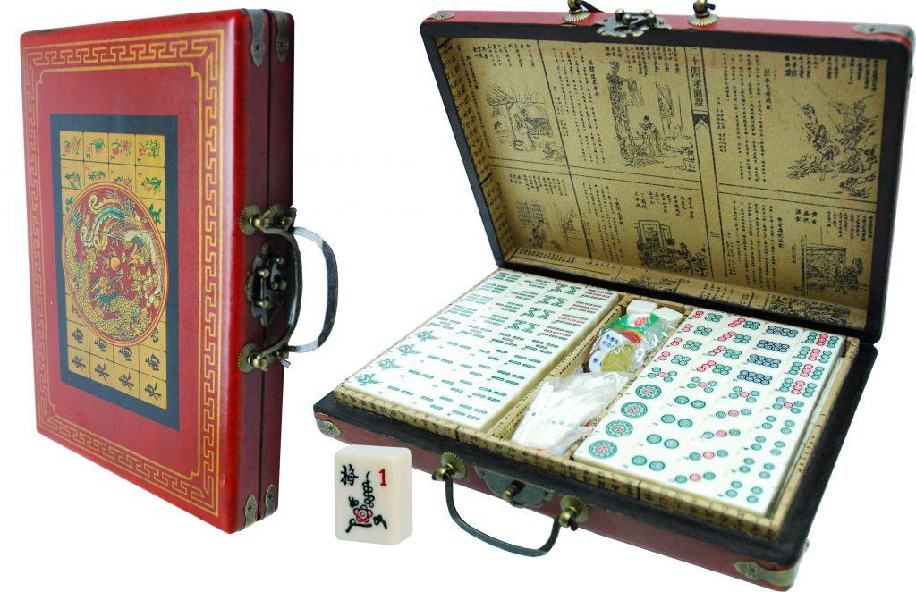 Mahjong rood China koffer klein 28x20x5cm.